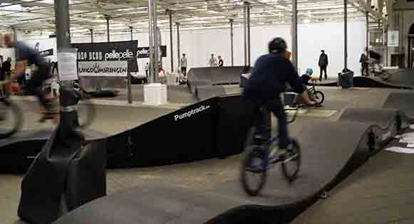 pumptrack indoor casque