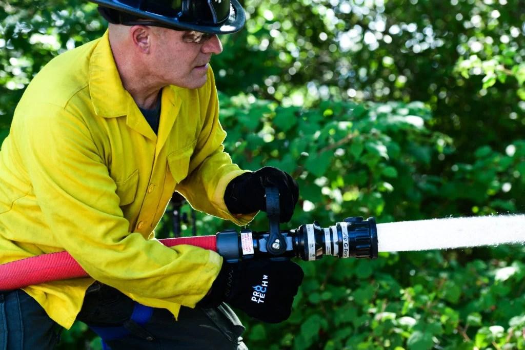 Wildland-firefighting-gloves