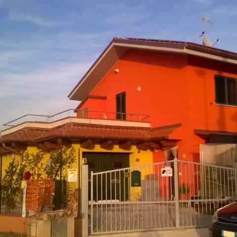 Casa in muratura e legno a Monte San Vito