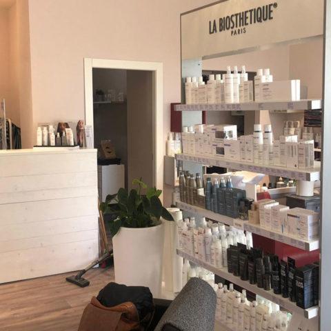 Nuovo locale parrucchiere a Chiaravalle