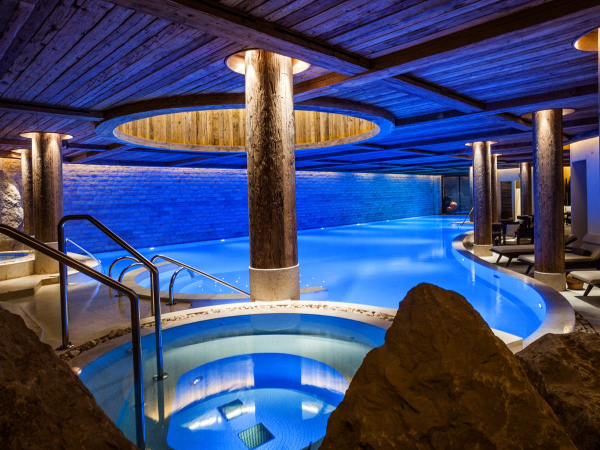 luxushotel luxus-hotel gstaad schweiz sommerferien wellness kultur kulinarik