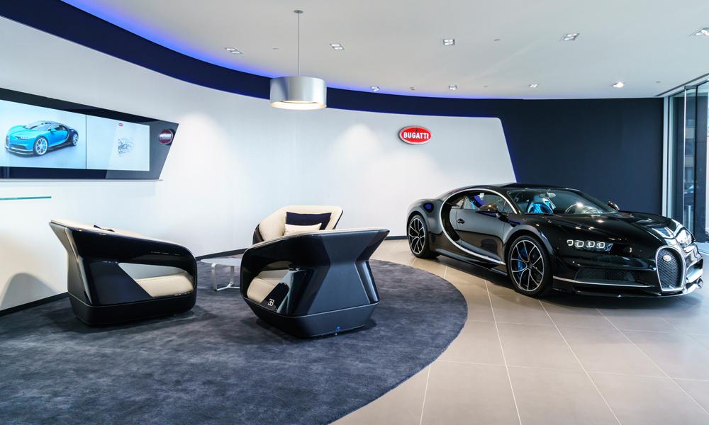 Das neue showroom design von bugatti erh lt eine wichtige for Cars deckenlampe