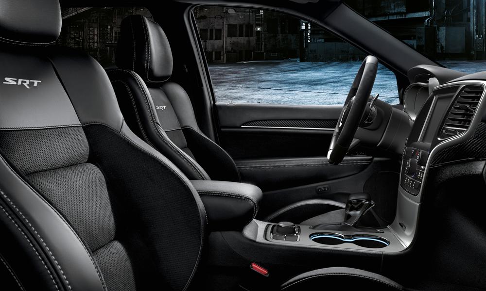 jeep modelle jahrgang 2017 modelljahr modelljahr-2017 4x4 offroad suv geländewagen neuheit neuheiten version modellpalette premium grand cherokee srt innenraum