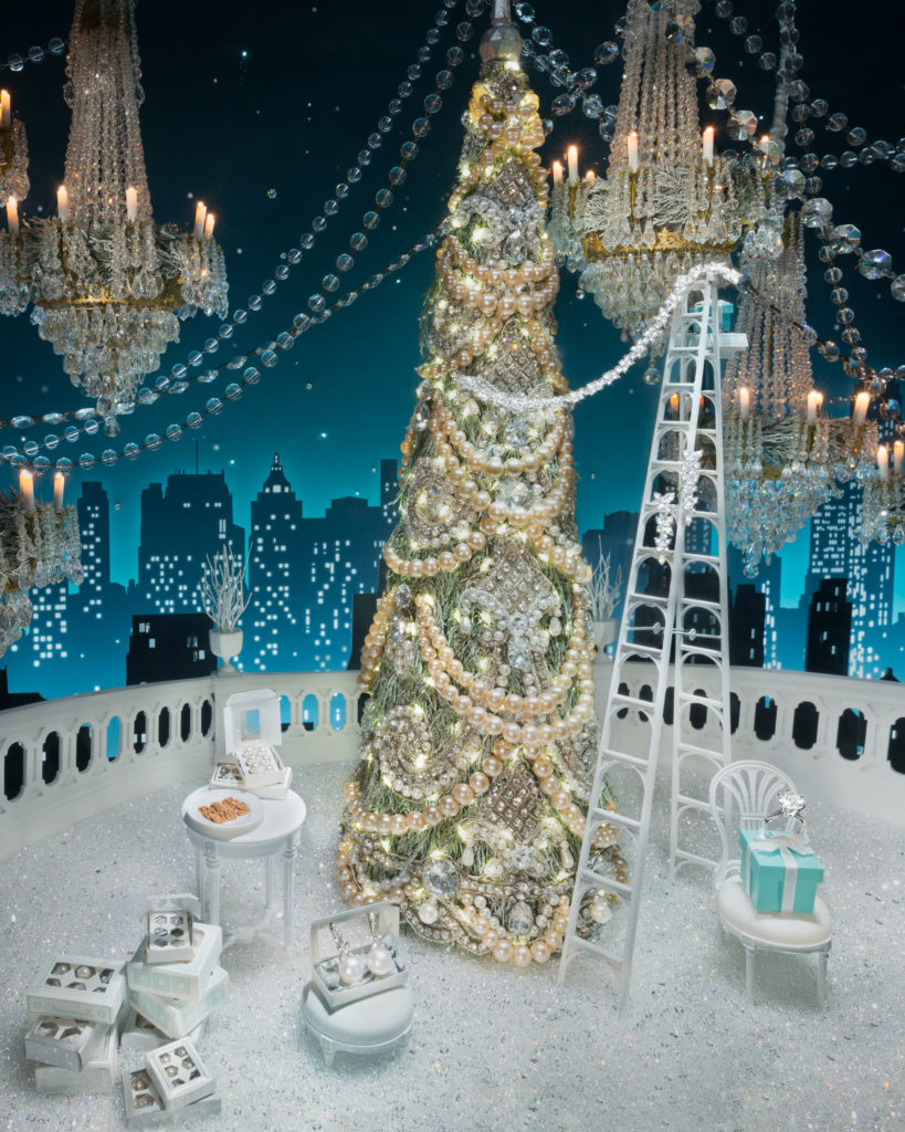 deck-the-halls-tiffany-co-2016-holiday-windows