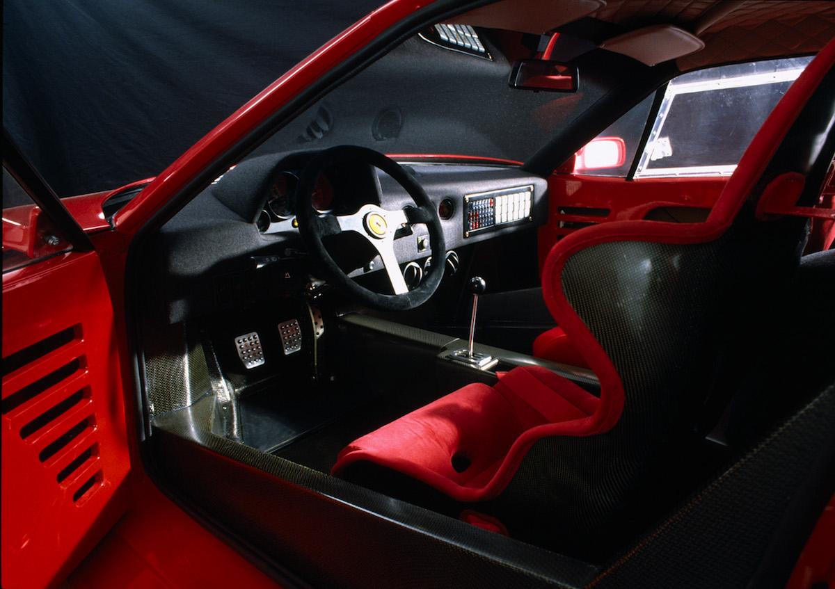 ferrari f40 automobil geschichte pininfarina technik sportwagen innenraum cockpit