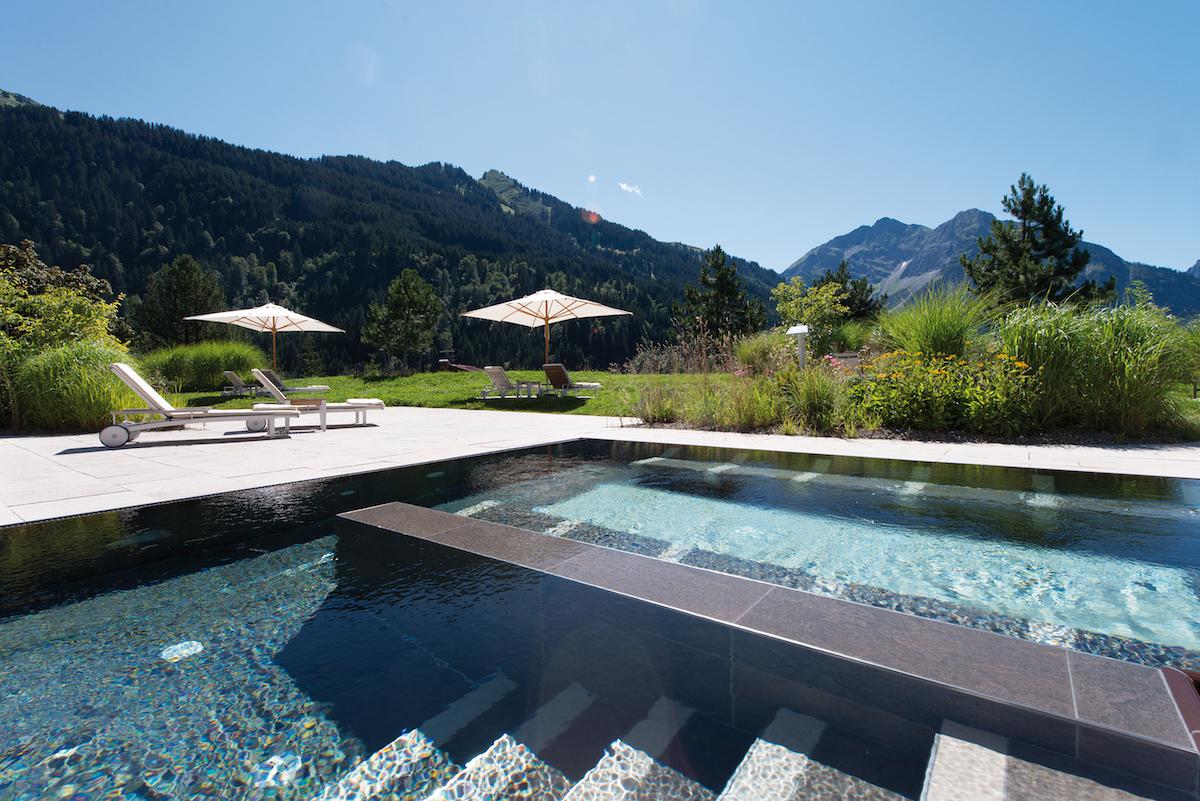 hotels luxus-hotels schweiz deutschland österreich tegernsee graubünden berner-oberland zillertal bayern allgäu berghotels wandern reisen natur berglandschaft entspannung alpen chalets