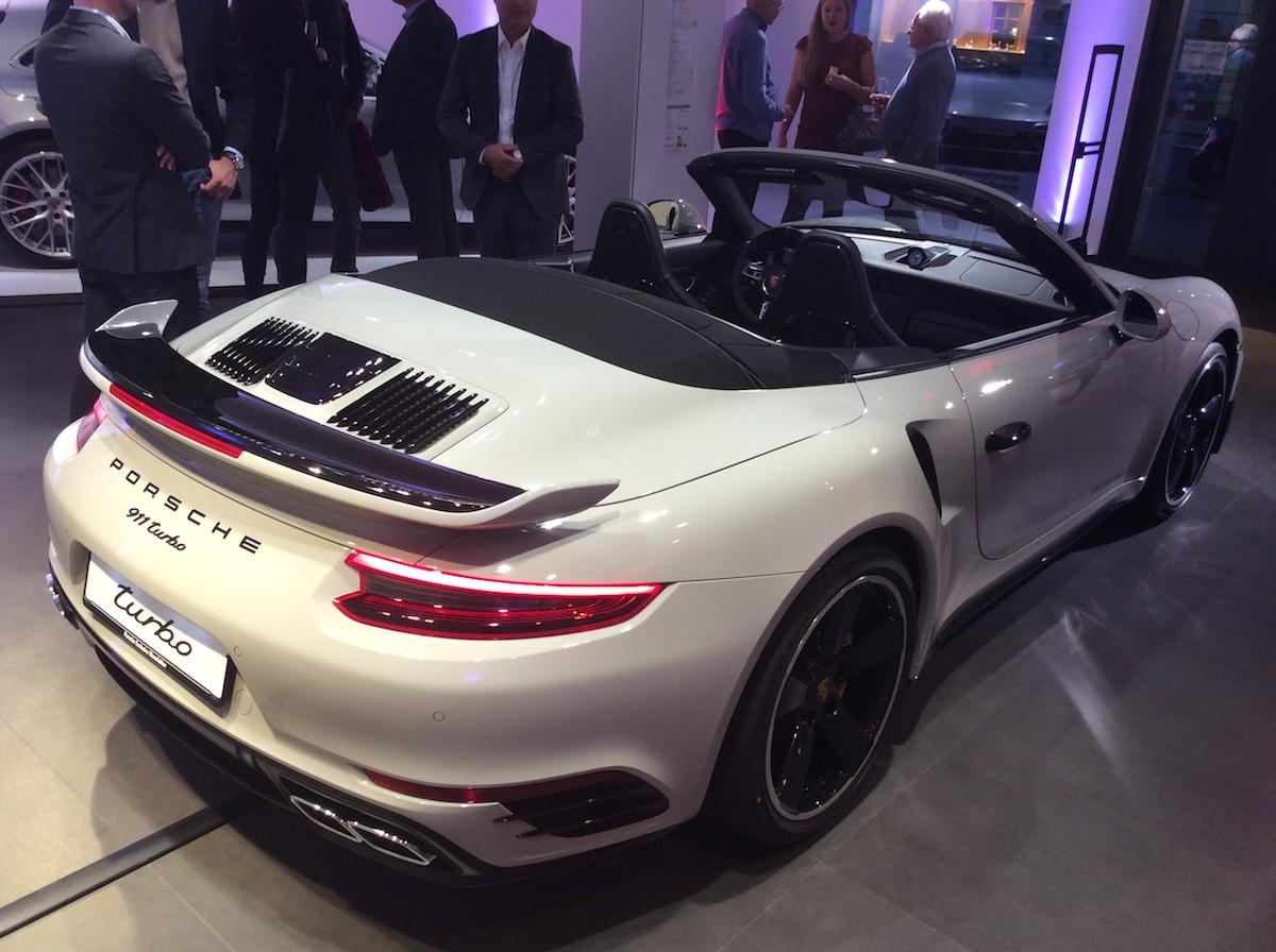 porsche exclusive manufaktur sportwagen limitiert veredelt modelle sportlimousinen individualisiert store shop luxusmarke zürich paradeplatz porsche-911-turbo-s