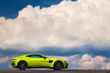 aston martin vantage v8vantage v8 modelle sportwagen heckansicht