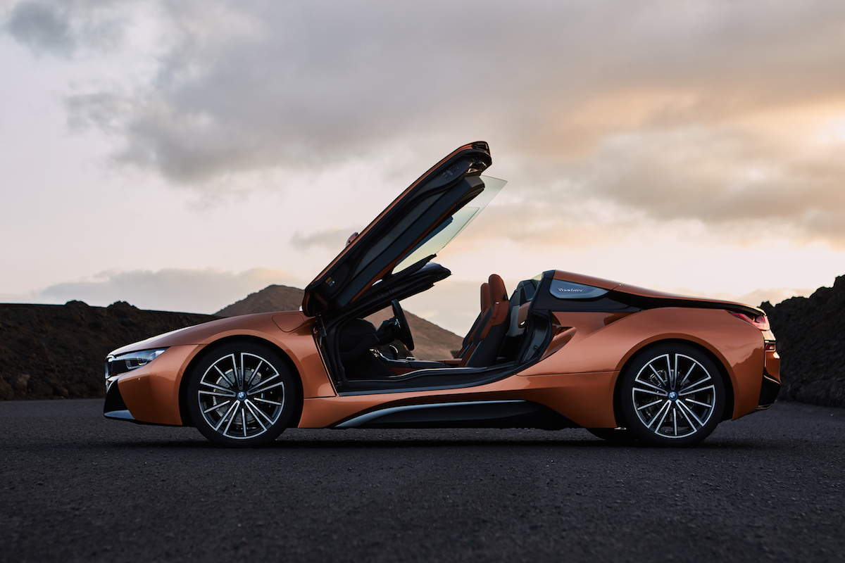 bmw i8 roadster coupe plug-in hybrid electric sports car models car-brands germany german emissions