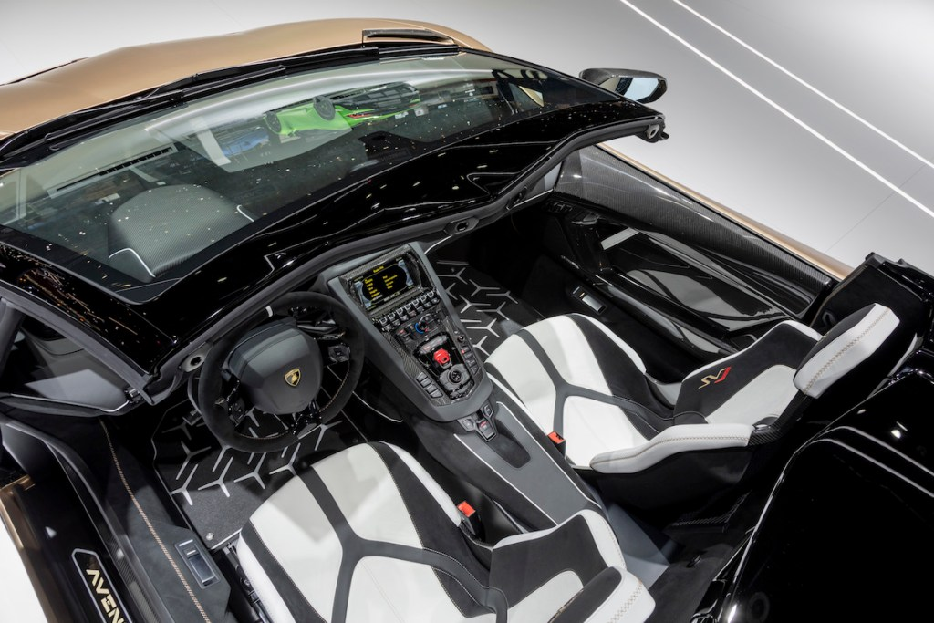lamborghini aventador svj roadster new model models convertible open top geneva motor show 2019 highlights most-powerful-lamborghini cockpit