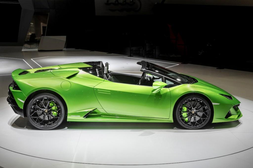 lamborghini-huracan-evo-spyder lamborghini huracan evo spyder convertible new models sports-cars geneva-motor-show-2019 prices