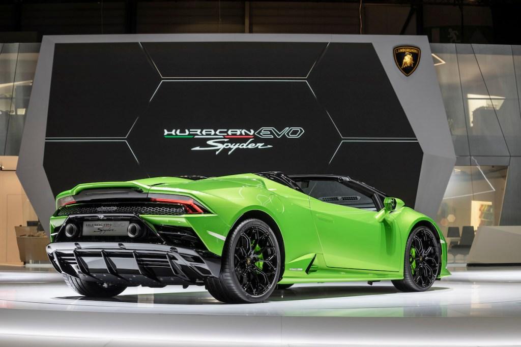 lamborghini-huracan-evo-spyder lamborghini huracan evo spyder convertible new models sports-cars geneva-motor-show-2019 rear