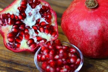 Granatapfel-Lifehack – schnell an die Kerne kommen