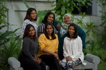 Maledivische Frauen auf der Überholspur.