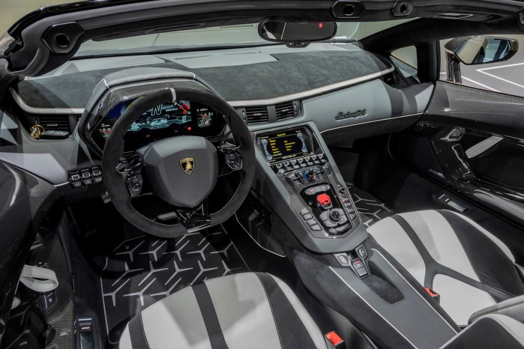lamborghini-aventador-svj-roadster lamborghini aventador svj roadster autosalon genf 2019 automobilsalon limitiert cockpit