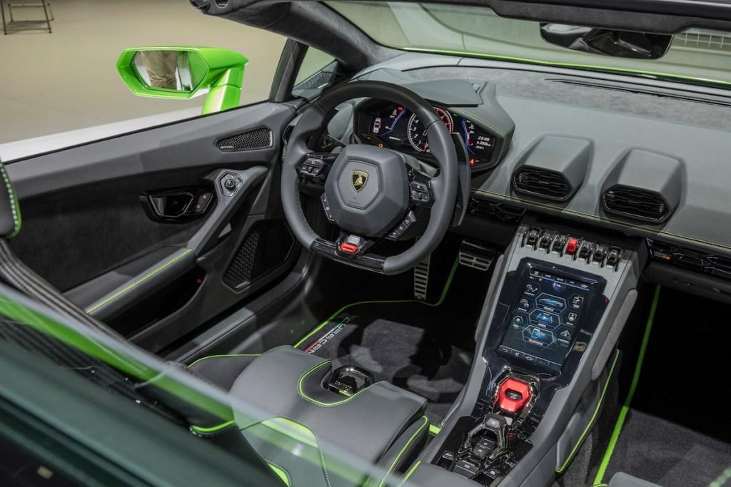 lamborghini-huracan-evo-spyder lamborghini huracan evo spyder modelle neuheiten cabrio cabriolet autosalon automobilsalon genf 2019 innenraum cockpit
