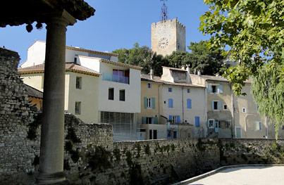 Pernes Les Fontaines Provence Vaucluse