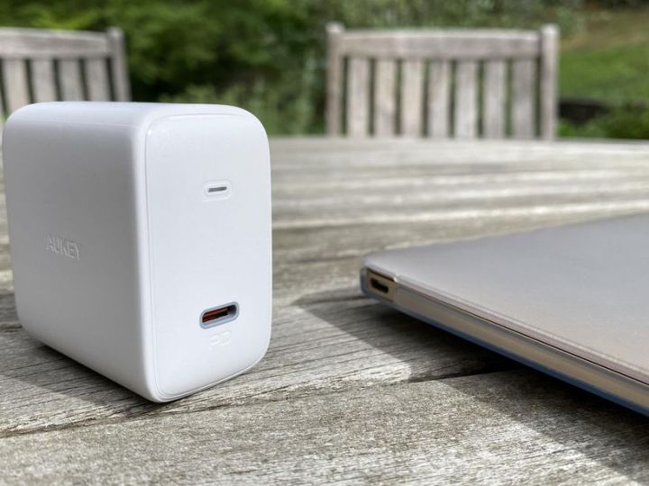 Get 25% off this sweet 100W USB-C MacBook charger