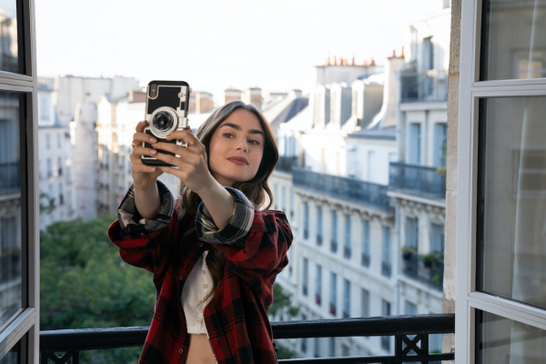 It's hard to resist the silliness of 'Emily in Paris' – ProWellTech