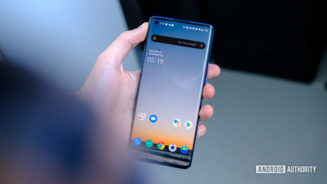 OnePlus 8 Pro screen in hand