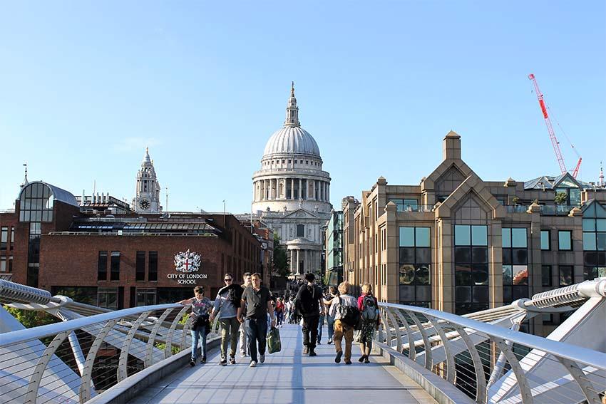 edificios con las mejores vistas de Londres-vista de st. paul desde el millennium bridge