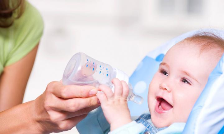 tu bebé no puede tomar agua