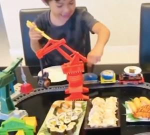 tren-nino-sushi-mamá