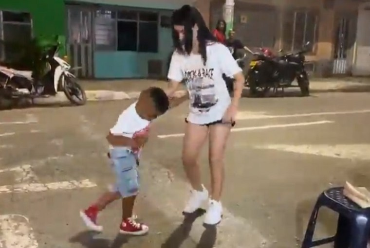 niño-paralisis-salsa
