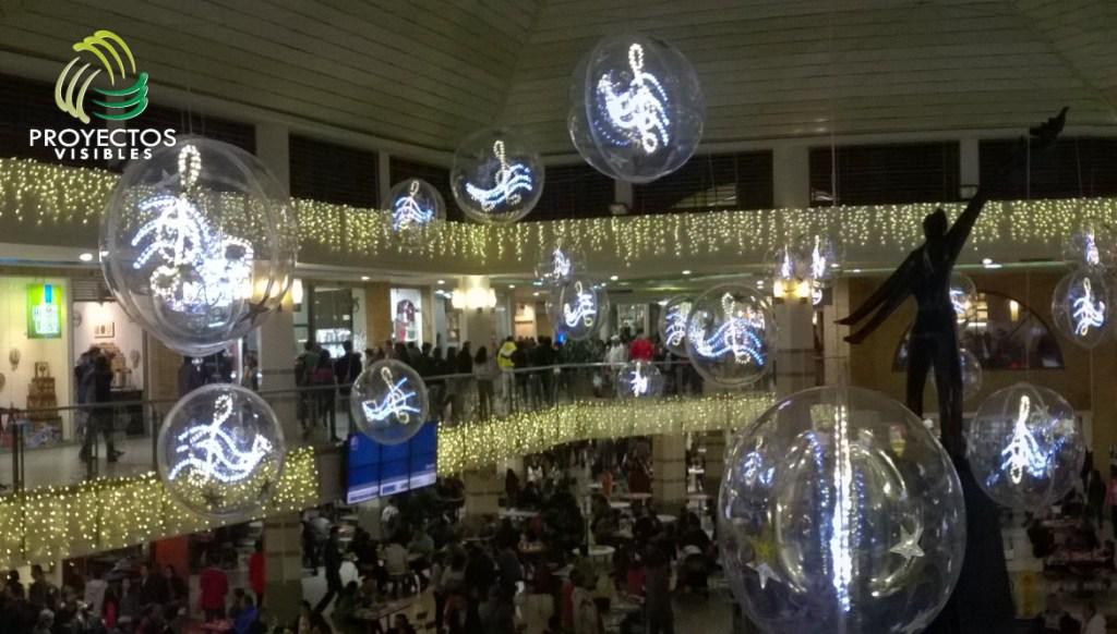 Esferas en acrílico con notas musicales iluminadas.