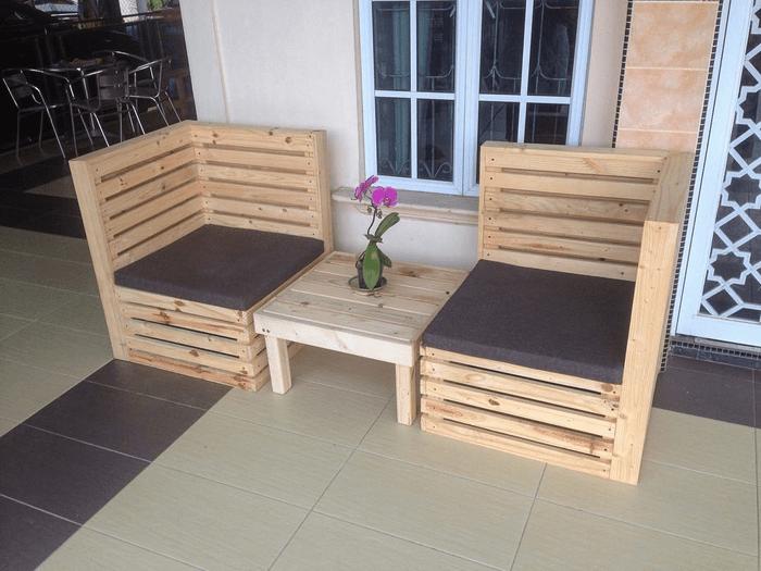 meja kursi pada model teras rumah sederhana