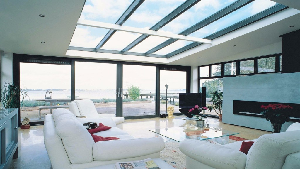 plafon kaca yang diaplikasikan pada ruang keluarga
