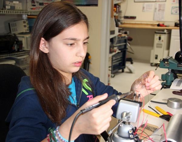 Abigail Prutchi assemblying diy high-power UV/visible/IR flashlight. www.prutchi.com www.diyPhysics.com