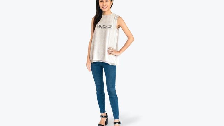 Happy woman wearing a t-shirt mockup - 681293