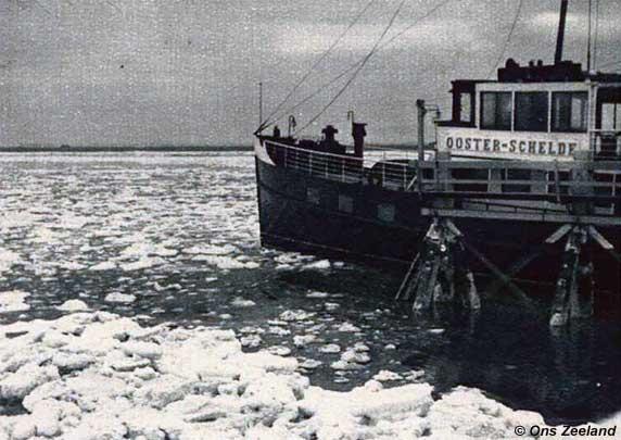 PSD-veerboot Ooster-Schelde in het ijs