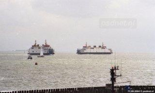 De schepen verzamelen zich om samen langs de Boulevard van Vlissingen te varen.