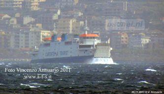 De Acciarello (Prins Johan Friso) op de Straat van Messina tijdens slecht weer.