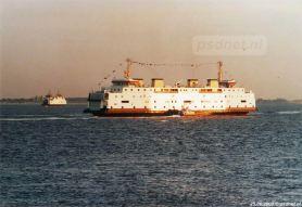 Ook de voormalige Prinses Juliana vertrok naar Italië in 2003. Op de achtergrond zien we de Prins Johan Friso varen.