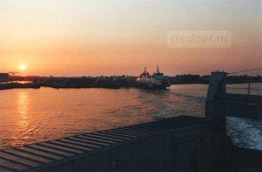 De avondboot (Prins Johan Friso) naar Breskens. Naast de fuik in Vlissingen ligt zusterschip Koningin Beatrix afgemeerd.
