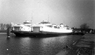 Twee enkeldekkers (Margriet en Beatrix) van de PSD in de Binnenhaven van Vlissingen.