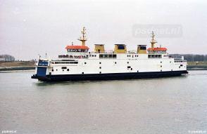 De Prins Johan Friso op een grijze dag in 2003 in de veerhaven van Breskens.