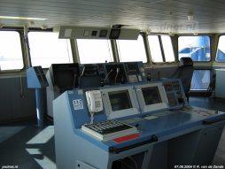 De modern uitgeruste brug op het voorschip van de veerboot Koningin Beatrix.