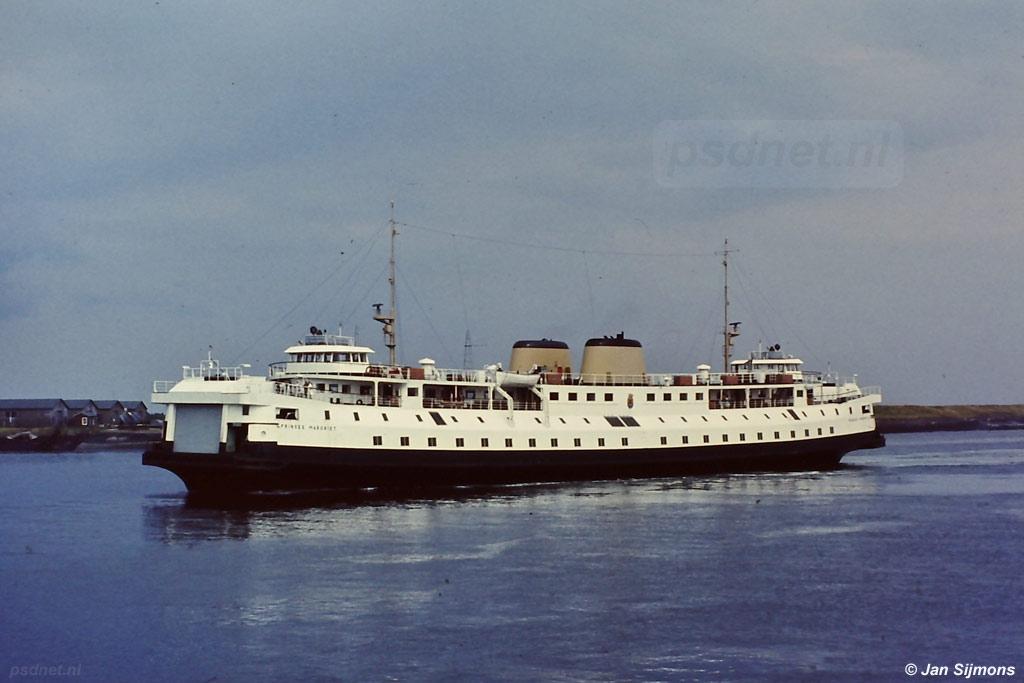 De veerboot naar Breskens in de Buitenhaven van Vlissingen.