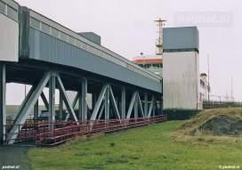 De aanleginrichtingen van Kruiningen en Perkpolder werden in 1968 aangelegd voor de eerste Nederlandse dubbeldeksveerboot. De Prinses Juliana kon dan ook beide rijdekken gebruiken op de dienst Kruiningen-Perkpolder.