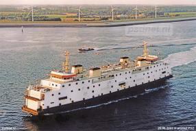 Een luchtfoto van het vertrek van de veerboot Amedeo Matacena (voormalige Prinses Juliana) naar Italië op 25 juni 2003.