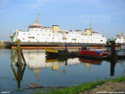 In het voorjaar van 2003 wacht de Prinses Juliana op definitieve verkoop. Lange tijd waren er problemen met de verkoop aan de Italiaanse rederij Matacena Lines waardoor het schip aan de ketting werd gelegd en niet mocht vertrekken uit de Binnenhaven van Vlissingen.
