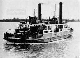 De Dordrecht als Moerdijkpont op het gelijknamige veer over het Hollandsch Diep.