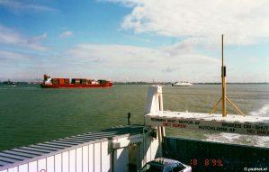 De PSD-veerboten tussen Vlissingen en Breskens kwamen een hoop zeeschepen tegen onderweg en moesten vaak rekening houden met de drukte op de rivier.