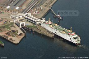 Een luchtfoto van het Stationsgebied van Vlissingen. Links zien we nog de oude fuik uit 1927.