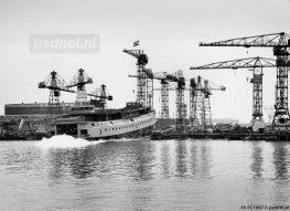 Altijd een heuglijk moment, de stapelloop van een nieuwe PSD-veerboot. In 1963 zoekt de laatste PSD-enkeldekker haar element op in Krimpen aan de IJssel.