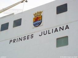Het Provinciewapen op de veerboot Prinses Juliana was geplakt op een klein plateau dat op zijn beurt op de flank van de veerboot werd opgehangen.